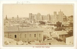 PHOTOGRAPHIE CDV 1870 : AVIGNON LE CHATEAU DES PAPES PHOTOGRAPHE F. DORIZZI PLACE DE L'HORLOGE - Non Classificati