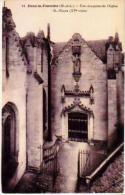 Doué La Fontaine   17          Une Des Portes De L'église St Pierre  . - Doue La Fontaine