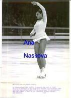 Photographie Argentique De Pressse 25 X 20 Cm Grenoble Jeux Olympiques Hana Maskova   Médaille De De Bronze - Skating (Figure)