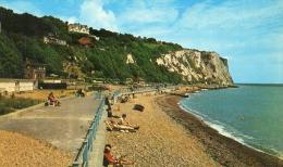 DOVER - KENT - ENGLAND  - WELL LIVENED POSTCARD. - Dover