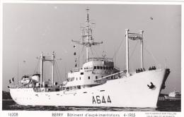 Batiment Militaire Berry  Marine Nationale D Experimentation A 644 1985 Avec Equipage  Marius Bar - Guerre