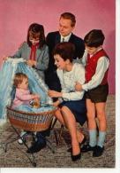Famille Autour Du Berceau - Cartes Postales
