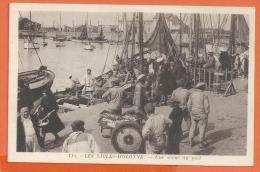 A201, Les Sables D'Olonne, Une Scène Du Port, 114, Pêcheur, Circulée Sous Enveloppe - Sables D'Olonne
