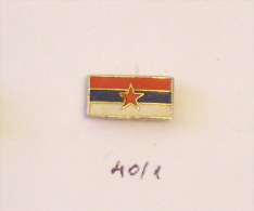 FLAG REPUBLIC OF SERBIA (drapeau Flagge Banner Bandiera Bandera Tricolor) SFRJ YUGOSLAVIA  - Small Petit Pin - Administrations