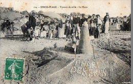 62 BERCK  PLAGE  TRAVAUX DE SABLE  LE PHARE - Berck