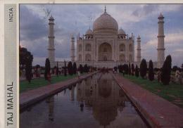 Front View Of Taj Mahal Agra India - Inde
