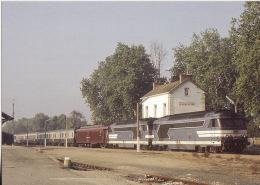 CF 73  Train, Locomotive, Autorail, BB67400 En Gare De Quemeneven Train N° 3735 Lyon/Brest - Autres Communes