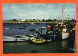 GAVRES  Chalutiers à Quai - Au Fond Port-Louis - France