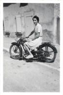 PHOTOGRAPHIE ANCIENNE : MOTO PEUGEOT MOTARDE CYCLOMOTEUR MOBYLETTE - Auto's