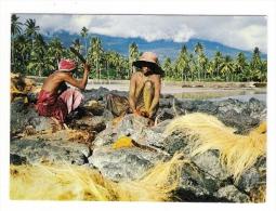 ARCHIPEL  DES  COMORES  /  ICONI  ( Grandes Comores ) /  BATTEUSES  DE  COCOS  /  Edit.  OPTICAM  N° 84 - Comoros