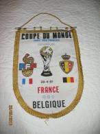 Football - Fanion (tissus)-Coupe Du Monde 1982 Espagne Belgique/ Franc -Parc Des Princes- Diables Rouges  (hel) - Kleding, Souvenirs & Andere