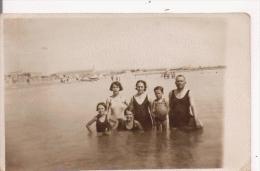 SETE (HERAULT)  CARTE PHOTO FAMILLE PRES DE LA PLAGE 1932 - Sete (Cette)