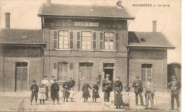 1916  BOURBOURG     ; LA  GARE    Animee - Non Classés
