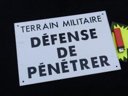 PLAQUE TERRAIN MILITAIRE DEFENSE PENETRER  tr�s d�co ... � voir .......#2