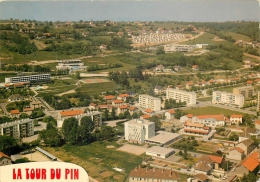 38-6B   CPM  Tour Du Pin FOYER DES JEUNES RELAIS DES DAUPHINS PISCINE Ces  Vue Aérienne    Belle Carte - France