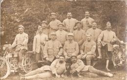 Carte-photo Groupe De Soldats Avec Motos - Guerre 1914-18
