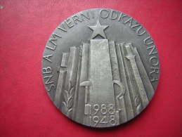 BELLE MEDAILLE ET SA BOITE TCHECOSLOVAQUIE ?? SNB A LM VERNI ODKAZU UNORA 1988 1948   COMMUNISTE / COMMUNISME - Unclassified