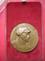 BELLE MEDAILLE BRONZE  ET SA BOITE TCHECOSLOVAQUIE ??  UNOR 1948 1968  USTREDNI VYBOR KSC  20 LET LIDOVYCH MILICI - Tokens & Medals
