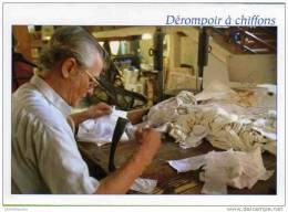 CPM Moulin à Eau / Vallis Clausa / Fontaine De Vaucluse (84)  Homme, Préparation Pâte à Papier 'dérompoir Chiffons' - France