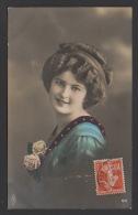 DF / FANTAISIE / FEMME / JEUNE FEMME ET ROSES / CIRCULEE EN 1913 - Femmes