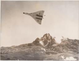 VERITABLE TIRAGE PHOTOGRAPHIE AVION  BOMBARDIER  BRITANIQUE VULPAN - Aviation