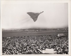 VERITABLE TIRAGE PHOTOGRAPHIE AVION BOMBARDIER  BRITANIQUE  VULCAN 1959 - Aviation