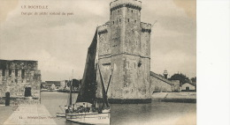 La Rochelle Barque De Peche Sortant Du Port 14 Dugas Bateau LR 1430 - La Rochelle