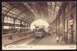 CPA ANCIENNE- FRANCE- DIJON (21)- LE HALL DE LA GARE AVEC TRES BELLE ANIMATION- TRAINS A L'ARRET- - Dijon