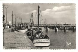 Cp, 44, Le Croisic, La Passerelle Et Le Port, Voyagée 1960 ? - Le Croisic
