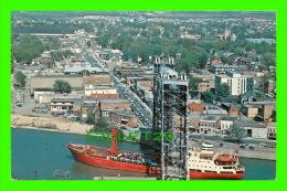 SHIP - BATEAU - CARGOS, A SALTIE UNDER THE LEFT BRIDGE, WELLAND CANAL - TRAVEL IN 1975 - - Cargos