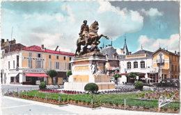 16. Gf. COGNAC. Place Et Statue François 1er. 53-226 - Cognac