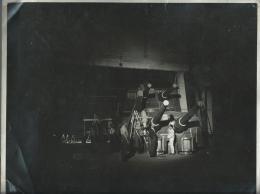 35cht Grande Photo Originale Cinema Studios Boulogne Billancourt Pont D´un Bateau De Guerre Canons En Cours De Montage - Non Classés
