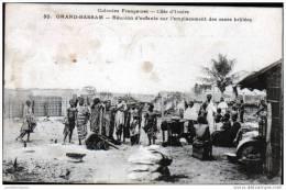 COTE D´IVOIRE - GRAND BASSAM - REUNION D´ENFANTS SUR L´EMPLACEMENT DES CASES BRULEES - Côte-d'Ivoire