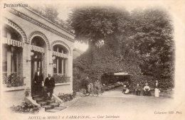 CPA... FONTAINEBLEAU...HOTEL DE MORET ET D'ARMAGNAC...COUR INTERIEURE...PRIX: 2,49 € - Fontainebleau