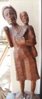 Grande Statue En Bois Sculpté, Femme Portant Son Enfant, Sac Dans Le Dos H 69 Cm - Bois