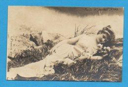 Femme  Endormie Dans L'herbe    Carte à Dos Non Séparé - Frauen
