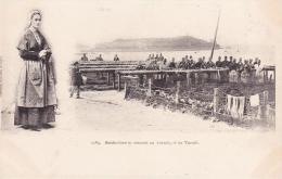 DOUARNENEZ Sardinières Se Rendant Au Travail - Douarnenez