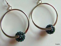 Très Jolies Créoles Et Leurs Perles Strass En Cristal Vert  Hauteur Totale: Environ 48mm - Earrings