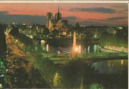 CPA 1266 CPSM 75 Paris, La Nuit - Vue Générale Sur L'Ile De La Cité - La Cathédrale Notre-Dame - Notre Dame De Paris