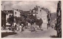 CPA 63 LE MONT DORE ,Place Du Marché. (animée) - Le Mont Dore