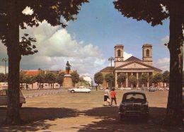 La Roche-sur-Yon..animée..place Napoléon..Eglise St-Louis..voitures..Dauphine Renault..DS Citroën - La Roche Sur Yon