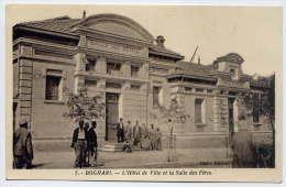 Alg�rie--BOGHARI--1937--L'Hotel de Ville et la Mairie (tr�s anim�e) n�7  �d ????--Beaux timbres et cachets au dos
