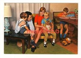 Famille Parfaite Des Années 1950 - 1960, Fillette, Garçon, Jouets -Perfect Family Of The 1950s - 1960, Girl, Little Boy - Moda