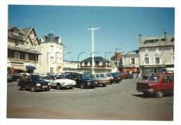 Agon-Coutainville (76) :  Photo Projet CP GF La Place Centrale Commerçante Vue Du Parking En 1992 (animé) RARE. - France