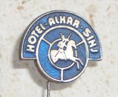 HOTEL ALKAR - SINJ   ( Croatia Pin  ) Badge Horse Cheval Pferd Cavallo Caballo Horseman Cavalier Distintivo - Trademarks