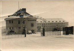SIEGEN    DUITSLAND   KAZERNE NORMANDIE  DE  BEVRIJDING -1951  - FORMAAT   10 OP 7 GROOT - Guerra, Militares