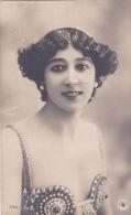 CPA Femme En Costume Soutien Gorge De Spectacle @ Art Nouveau - Reutlinger - Vrouwen