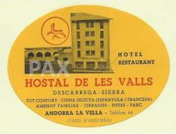 ANDORRA ♦ LA VELLA ♦ HOSTAL DE LES VALLS ♦ VINTAGE LUGGAGE LABEL ♦ 2 SCANS - Hotel Labels