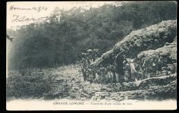 COMORES GRANDE COMORE / Traversée D'une Coulée De Lave / - Comores