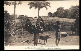ILES SALOMON DIVERS / Scène Dans Un Village De Bouka, Retour De La Plantation / - Salomon